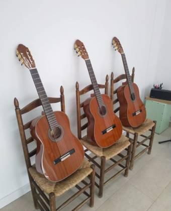 Apúntate a nuestras clase y te regalamos la guitarra
